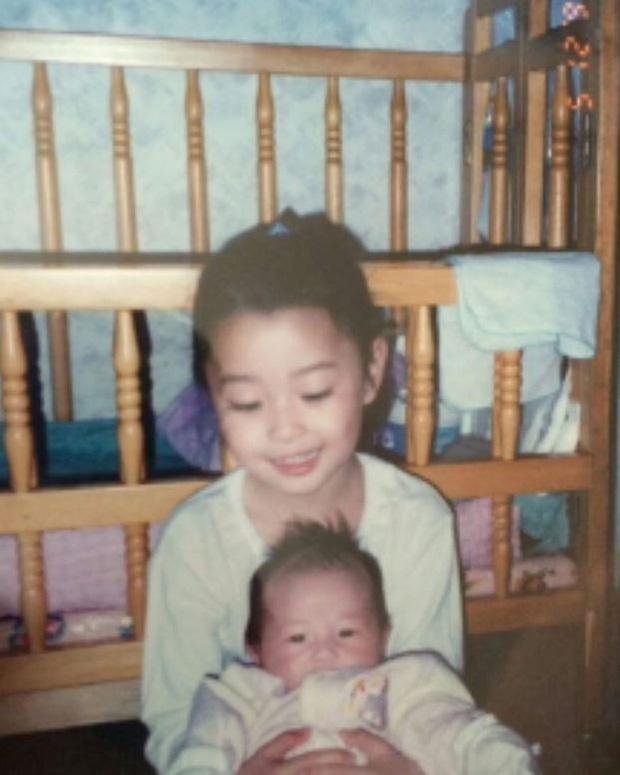 Nữ phụ xinh đẹp của Itaewon Class vừa khiến MXH dậy sóng nhờ cả loạt hình tuổi thơ khoe nhan sắc đỉnh cao từ thời tấm bé.-2