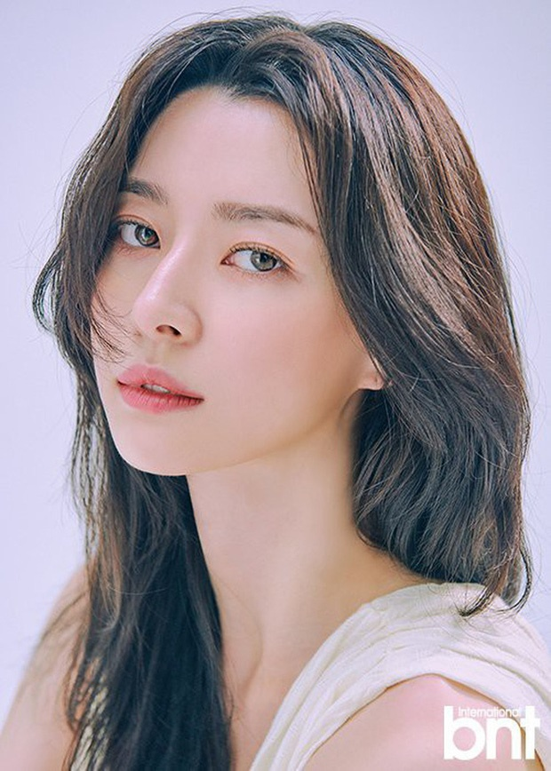 Nữ phụ xinh đẹp của Itaewon Class vừa khiến MXH dậy sóng nhờ cả loạt hình tuổi thơ khoe nhan sắc đỉnh cao từ thời tấm bé.-3