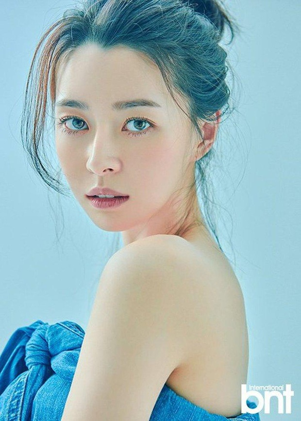 Nữ phụ xinh đẹp của Itaewon Class vừa khiến MXH dậy sóng nhờ cả loạt hình tuổi thơ khoe nhan sắc đỉnh cao từ thời tấm bé.-4