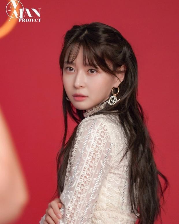 Nữ phụ xinh đẹp của Itaewon Class vừa khiến MXH dậy sóng nhờ cả loạt hình tuổi thơ khoe nhan sắc đỉnh cao từ thời tấm bé.-5
