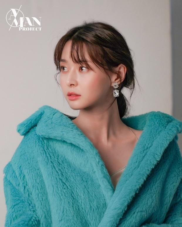 Nữ phụ xinh đẹp của Itaewon Class vừa khiến MXH dậy sóng nhờ cả loạt hình tuổi thơ khoe nhan sắc đỉnh cao từ thời tấm bé.-6