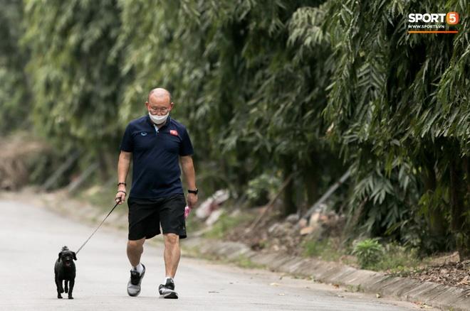 Bóng đá Việt Nam thấp thỏm giữa mùa dịch Covid-19 và cái giật mình lúc nửa đêm-1