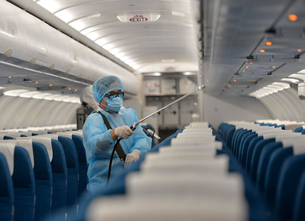 Những số ghế nào trên chuyến bay VN0054 được xem là tiếp xúc gần với bệnh nhân thứ 17?-1