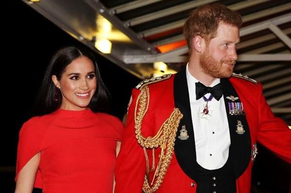 Meghan Markle tỏa sáng như nữ hoàng trong sự kiện mới nhất nhưng gương mặt buồn bã của Hoàng tử Harry mới đáng chú ý-3