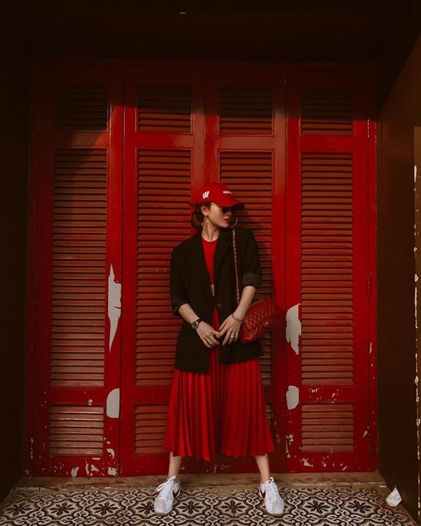 Mỹ nhân Việt chia làm 2 phe khi diện chân váy xếp ly: Bên rực rỡ sắc màu, bên thật dịu dàng mà không chói lóa-3