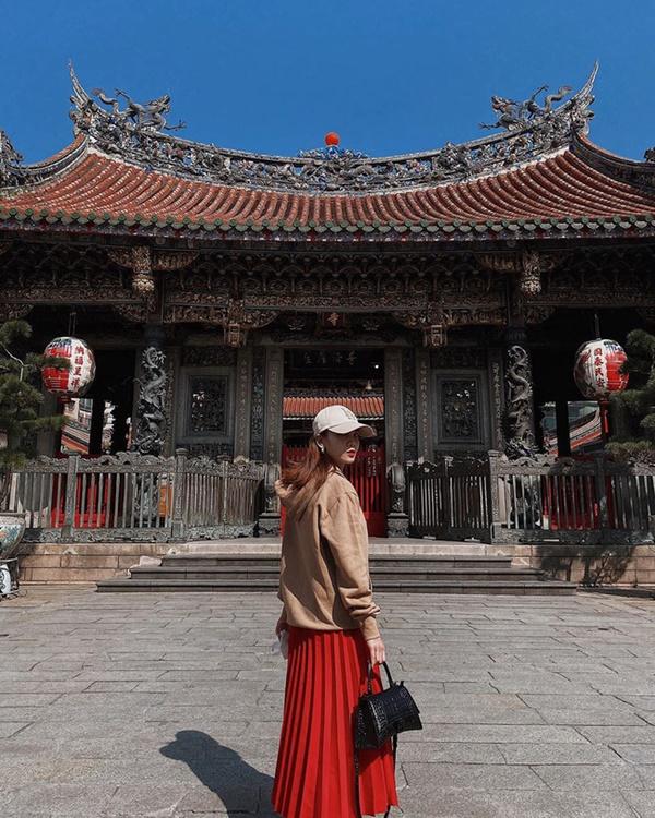Mỹ nhân Việt chia làm 2 phe khi diện chân váy xếp ly: Bên rực rỡ sắc màu, bên thật dịu dàng mà không chói lóa-5