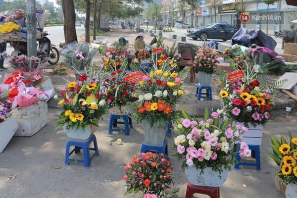 """Ảnh: Người dân ngại đi mua sắm vì Covid-19, chủ cửa hàng hoa tươi méo mặt"""" trong ngày 8/3-11"""