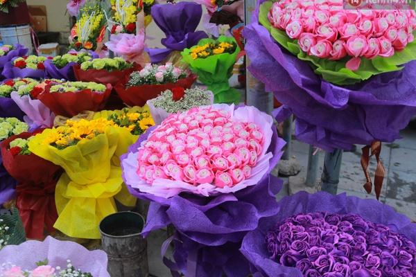 """Vì Covid-19, chủ cửa hàng hoa tươi """"méo mặt"""" trong ngày 8/3"""