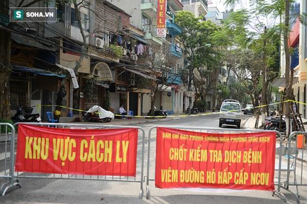 [Ảnh] Ấm lòng giữa tâm dịch Covid-19: Người Hà Nội thuê ô tô chở gạo phát miễn phí cho dân Trúc Bạch đang bị cách ly-2