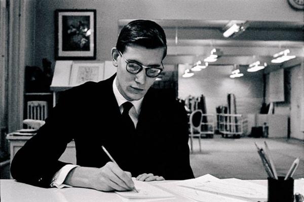 Người đàn ông cực phẩm của làng thiết kế thời trang: Tài năng thiên phú nhưng cuộc đời phủ đầy thăng trầm cùng tình yêu có 1-0-2-1