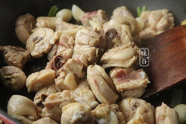 Cách kho thịt gà chuẩn vị vạn người mê, ăn bao nhiêu cơm cũng vẫn cứ thòm thèm-5