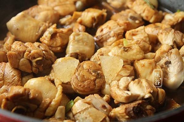 Cách kho thịt gà chuẩn vị vạn người mê, ăn bao nhiêu cơm cũng vẫn cứ thòm thèm-7