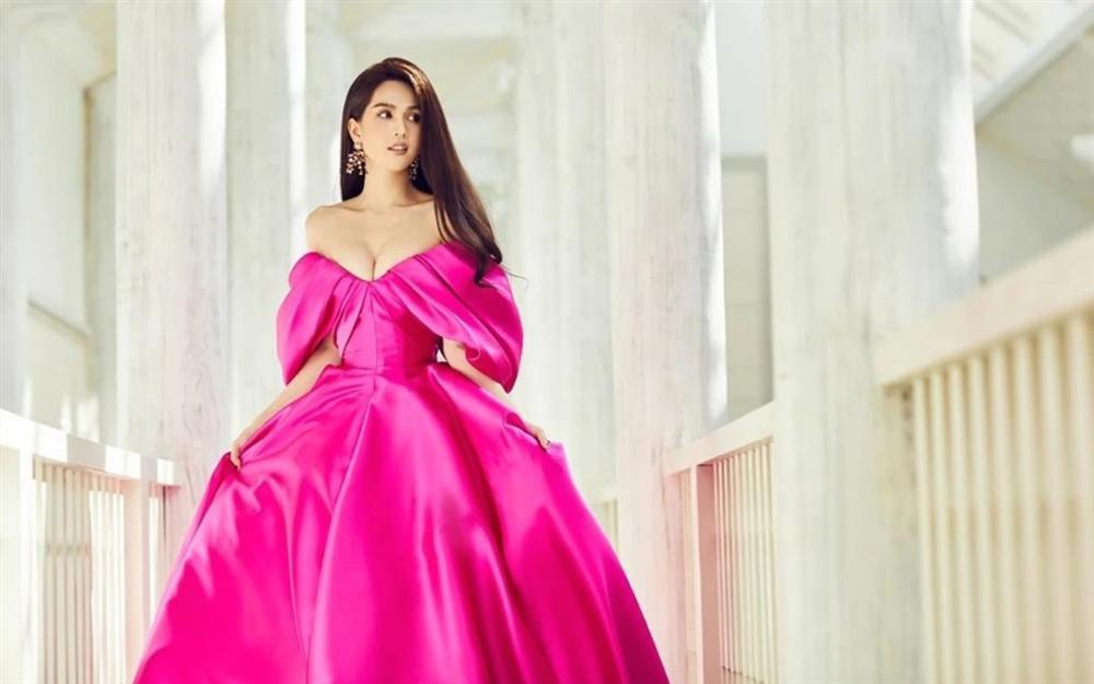 Cùng một chiếc váy mà Ngọc Trinh xinh như công chúa, Trương Quỳnh Anh lại có chút sến không hề nhẹ-2