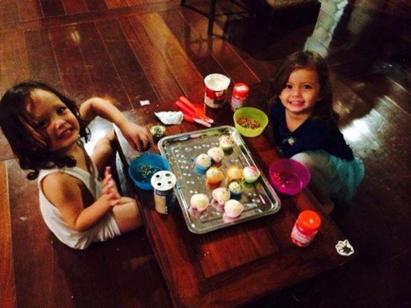 Con gái thiên thần của Diva Hồng Nhung làm bánh tặng mẹ, thành quả đẹp lạ gây ngạc nhiên-5