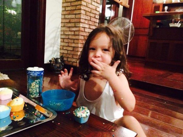Con gái thiên thần của Diva Hồng Nhung làm bánh tặng mẹ, thành quả đẹp lạ gây ngạc nhiên-7