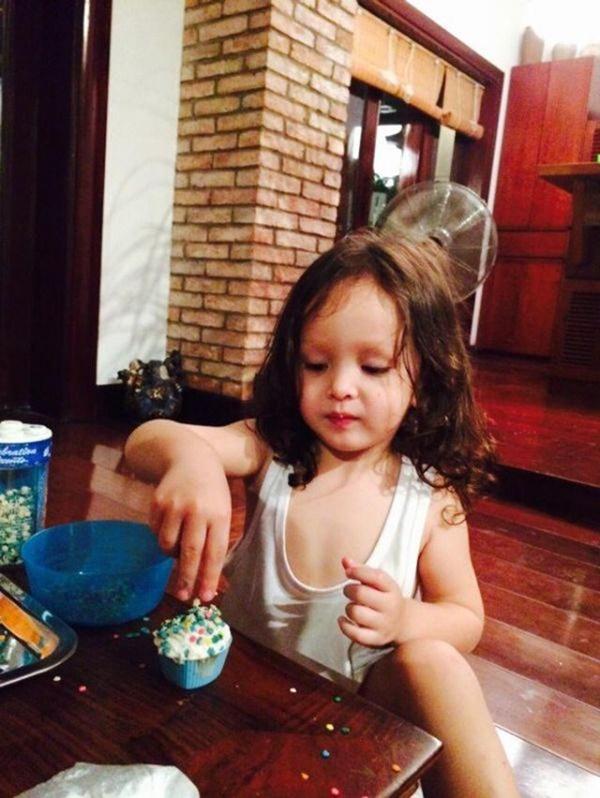 Con gái thiên thần của Diva Hồng Nhung làm bánh tặng mẹ, thành quả đẹp lạ gây ngạc nhiên-8