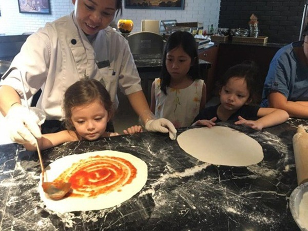 Con gái thiên thần của Diva Hồng Nhung làm bánh tặng mẹ, thành quả đẹp lạ gây ngạc nhiên-15