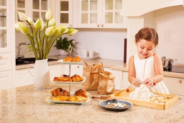 Con gái thiên thần của Diva Hồng Nhung làm bánh tặng mẹ, thành quả đẹp lạ gây ngạc nhiên-16