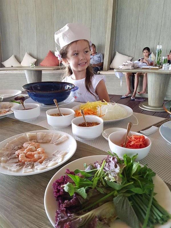 Con gái thiên thần của Diva Hồng Nhung làm bánh tặng mẹ, thành quả đẹp lạ gây ngạc nhiên-17