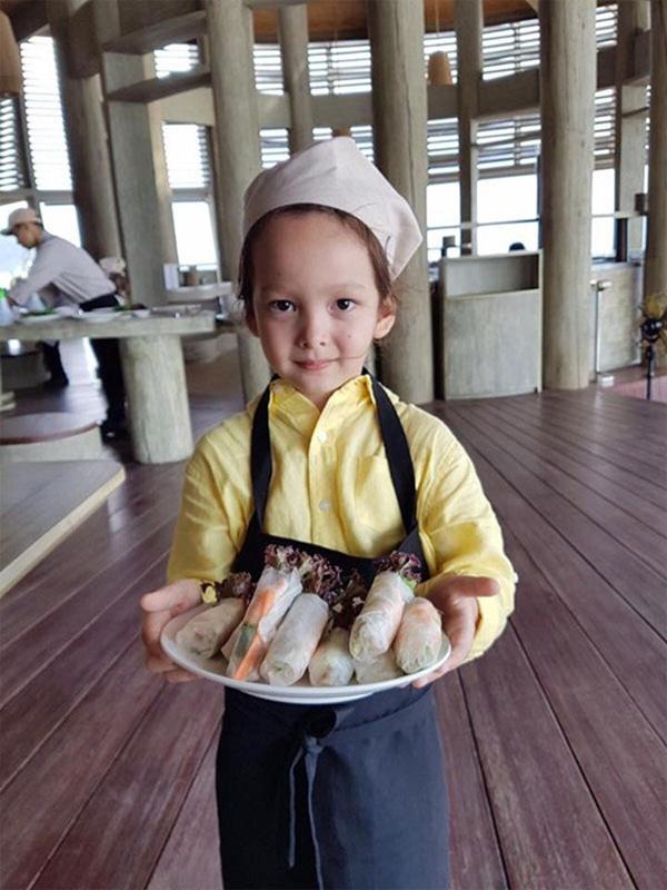 Con gái thiên thần của Diva Hồng Nhung làm bánh tặng mẹ, thành quả đẹp lạ gây ngạc nhiên-18
