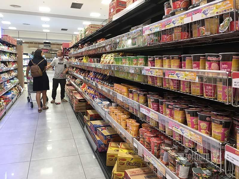 Rau quả, thực phẩm chất như núi, siêu thị vắng khách mua-15