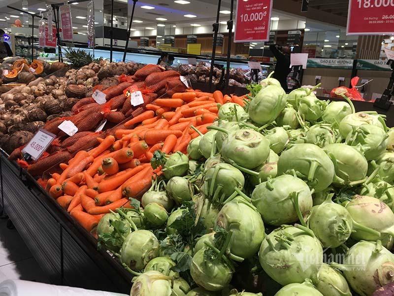Rau quả, thực phẩm chất như núi, siêu thị vắng khách mua-5