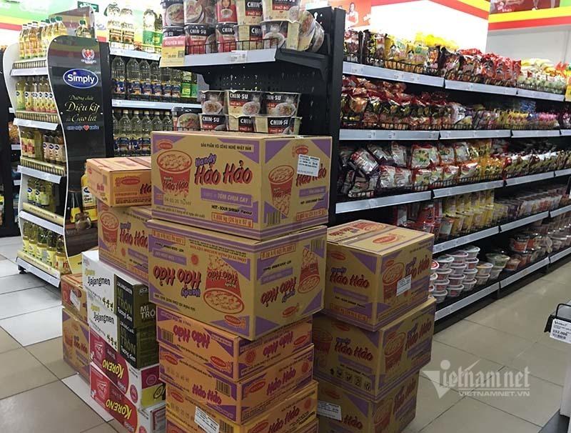 Rau quả, thực phẩm chất như núi, siêu thị vắng khách mua-9