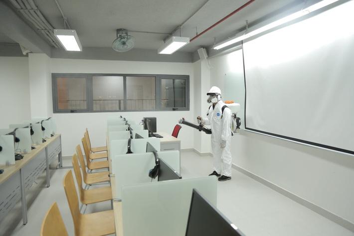 Đi học trong mùa dịch, sinh viên ĐH Y dược TP HCM được yêu cầu chụp lại vị trí chỗ ngồi trong mỗi giờ học-1