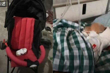 Họa từ trên trời rơi xuống: Được mẹ dẫn đi dạo, đứa bé 14 tháng tuổi bị một viên gạch rơi trúng đỉnh đầu dẫn đến chết não
