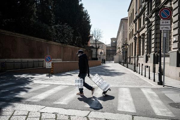 Nước Ý trong ngày đầu bị phong tỏa: Nhiều người lách luật bằng mọi cách, mặc lời kêu gọi khẩn thiết từ chính phủ-2