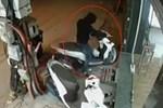 Trộm xe trong 10 giây trước cửa hàng tiện lợi ở TP.HCM-1