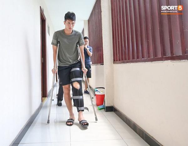 Đình Trọng bị trách hồi phục sai cách, quá vội vàng ra sân rồi phải nghỉ thêm 3 tháng-2
