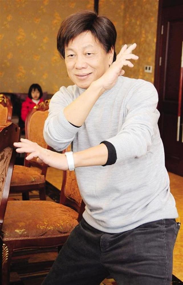 Hỏa Vân Tà Thần của Tuyệt đỉnh Kungfu: Diễn đám cưới, hội chợ mưu sinh, 70 tuổi ngoại tình với gái trẻ-4