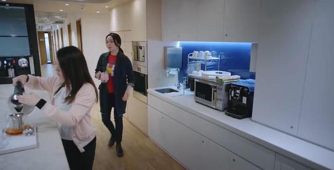 Bằng chứng thép 4 trên TVB: Xóa cảnh của Á hậu Hồng Kông giật chồng nhưng lại để quên đôi giày cao gót-7