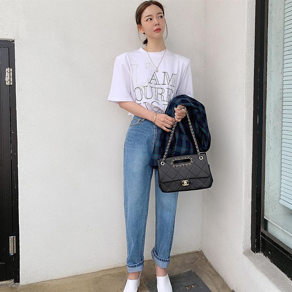Dù bạn sở hữu kiểu quần jeans nào thì cũng có cách mix đồ tôn dáng ăn gian chân dài, diện đi chơi hay đi làm đều chuẩn chỉnh-1
