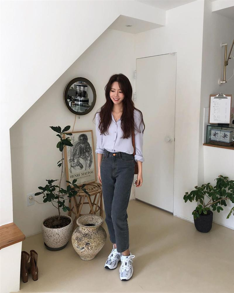 Dù bạn sở hữu kiểu quần jeans nào thì cũng có cách mix đồ tôn dáng ăn gian chân dài, diện đi chơi hay đi làm đều chuẩn chỉnh-12