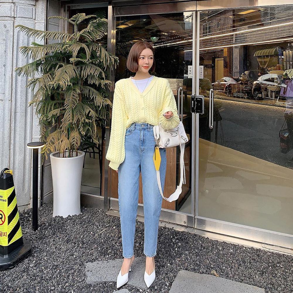 Dù bạn sở hữu kiểu quần jeans nào thì cũng có cách mix đồ tôn dáng ăn gian chân dài, diện đi chơi hay đi làm đều chuẩn chỉnh-6