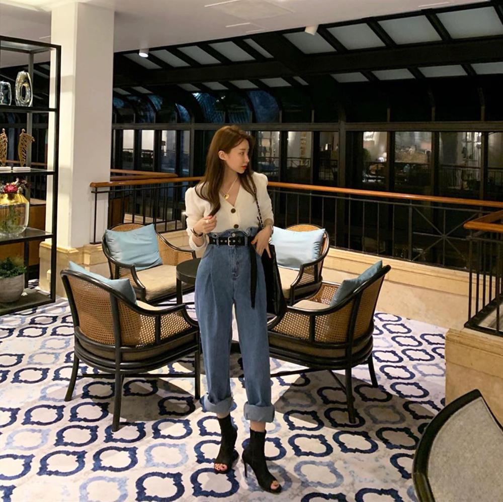 Dù bạn sở hữu kiểu quần jeans nào thì cũng có cách mix đồ tôn dáng ăn gian chân dài, diện đi chơi hay đi làm đều chuẩn chỉnh-9