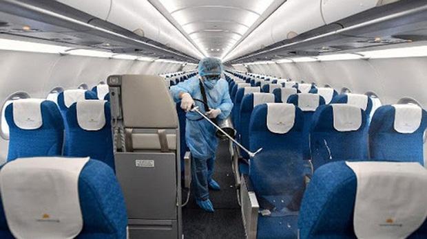 Cách ly tất cả những người tiếp xúc với hành khách chuyến bay VN0054-1