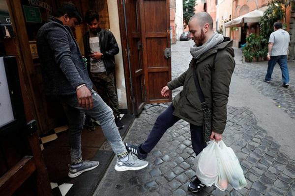 Italy sau lệnh phong tỏa: Cuộc sống chững lại, người dân cảm thấy sốc nhưng du khách vẫn muốn trải nghiệm khung cảnh im ắng lạ thường-19
