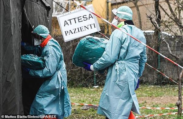 Thảm cảnh với y bác sĩ Vũ Hán tái diễn ở Italy: Nhân viên y tế tím mặt vì đeo khẩu trang, ngủ gục trên bàn vì kiệt sức-6
