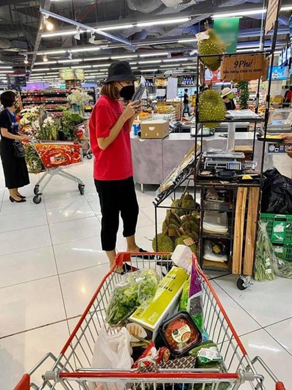 Kỳ Duyên và người tình đi siêu thị, chăm chỉ nấu ăn mùa dịch: Fan kêu khéo phải giảm cân-3
