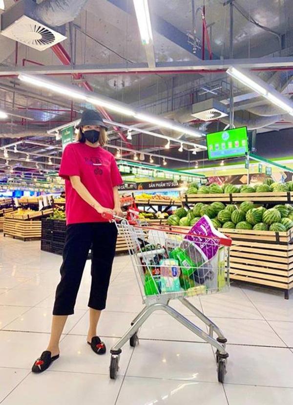 Kỳ Duyên và người tình đi siêu thị, chăm chỉ nấu ăn mùa dịch: Fan kêu khéo phải giảm cân-4