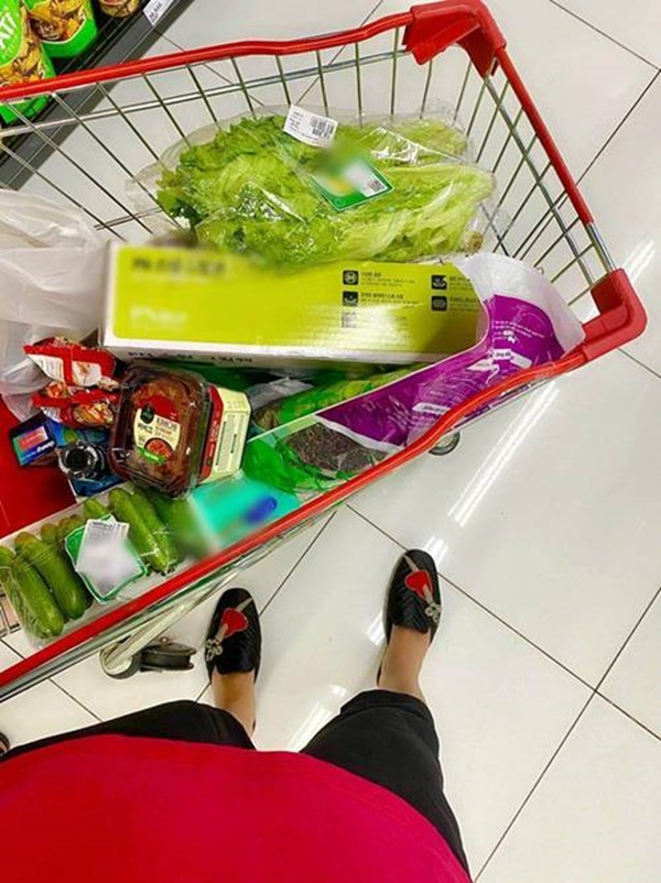 Kỳ Duyên và người tình đi siêu thị, chăm chỉ nấu ăn mùa dịch: Fan kêu khéo phải giảm cân-5