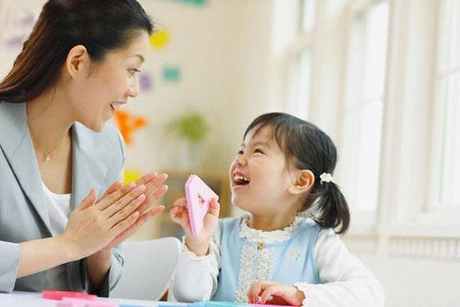 Chuyên gia gợi ý cách để trẻ không chạm tay lên mặt - hành động khiến lây lan virus COVID-19-2