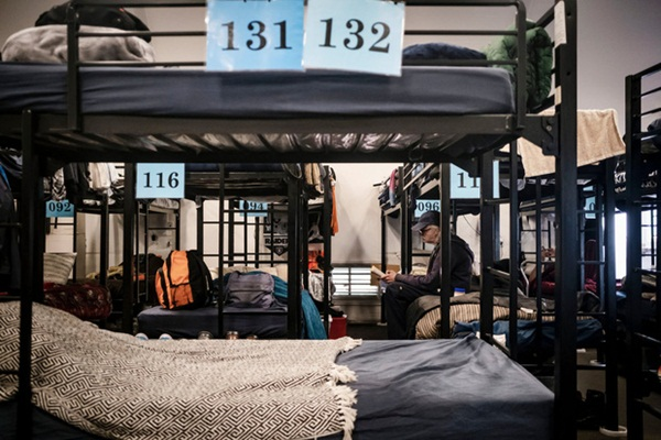 Cuộc sống tạm bợ, tăm tối và mắc nhiều bệnh nền khiến hơn 550.000 người vô gia cư Mỹ bị đẩy tới bờ vực thảm họa trong đại dịch Covid-19-1
