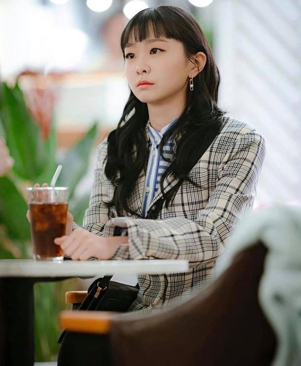 Lộ tạo hình mới của bộ ba Tầng Lớp Itaewon: Soo Ah tóc ngắn siêu sang, Park Seo Joon 7 năm vẫn để đầu hạt dẻ-2