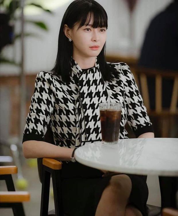Lộ tạo hình mới của bộ ba Tầng Lớp Itaewon: Soo Ah tóc ngắn siêu sang, Park Seo Joon 7 năm vẫn để đầu hạt dẻ-3