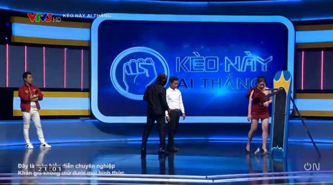 Game show Việt gây bức xúc vì cảnh gợi dục trên sóng truyền hình-2