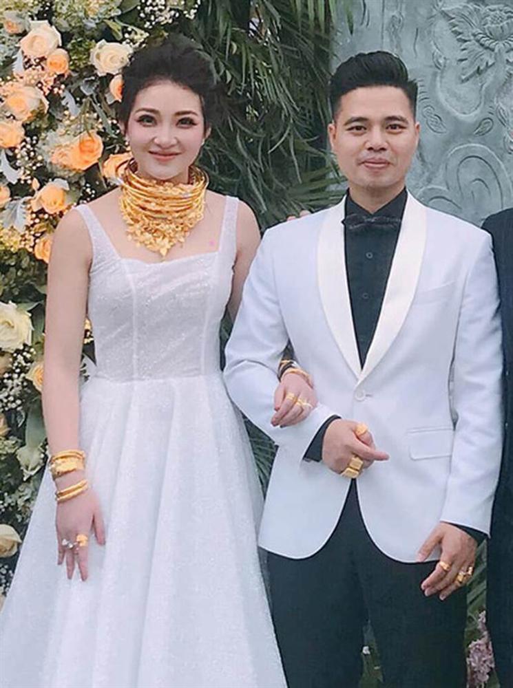 Hé lộ hình ảnh hiếm hoi về con gái mới sinh của cô dâu đeo 200 cây vàng ở Nam Định-4